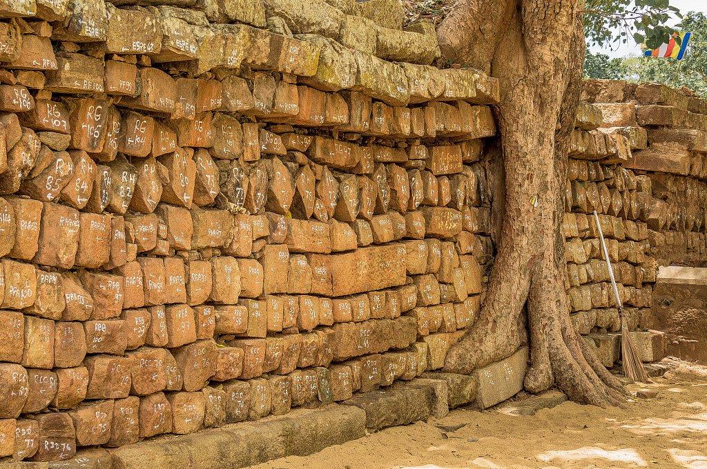 Anuradhapura - Sri Maha Bodhi wall