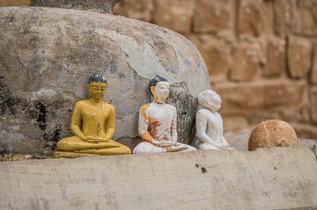 Anuradhapura - Sri Maha Bodhi mini Buddha statues