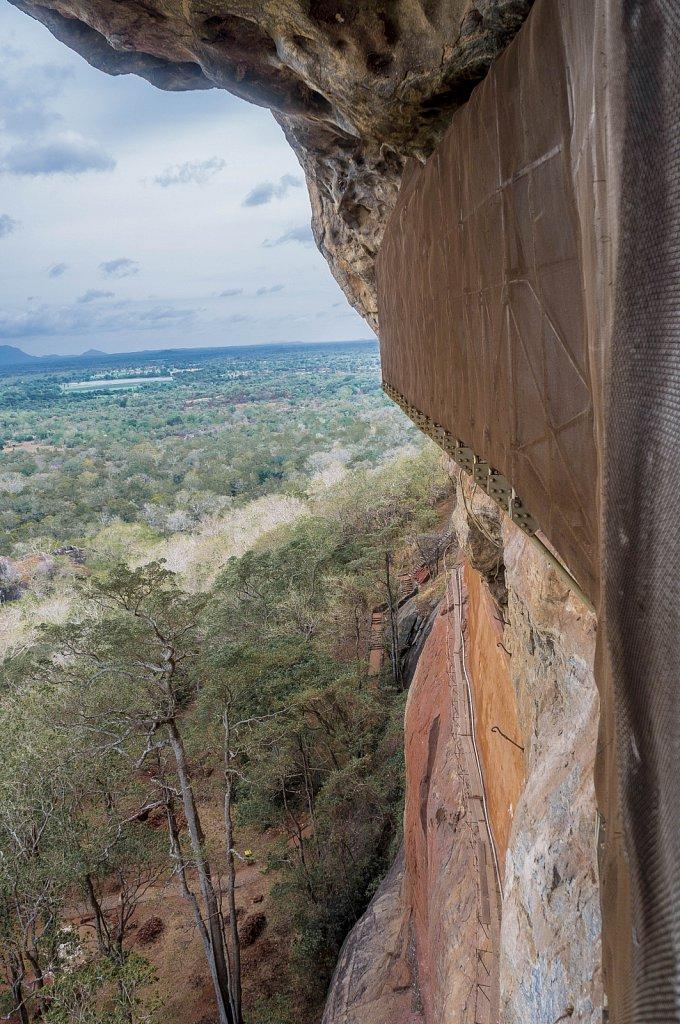 Sigiriya rock - frescoes wall