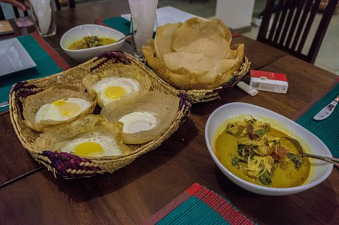 Mirissa, Hoppers and chicken curry