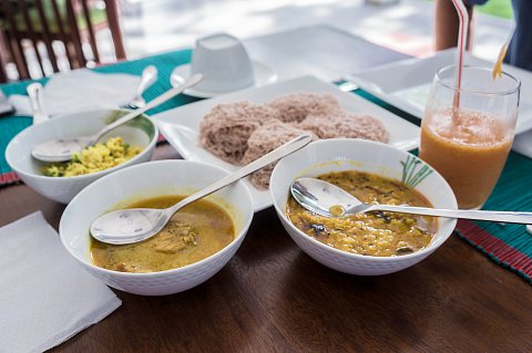 Mirissa, String Hoppers, dhal and Pol Sambal breakfast
