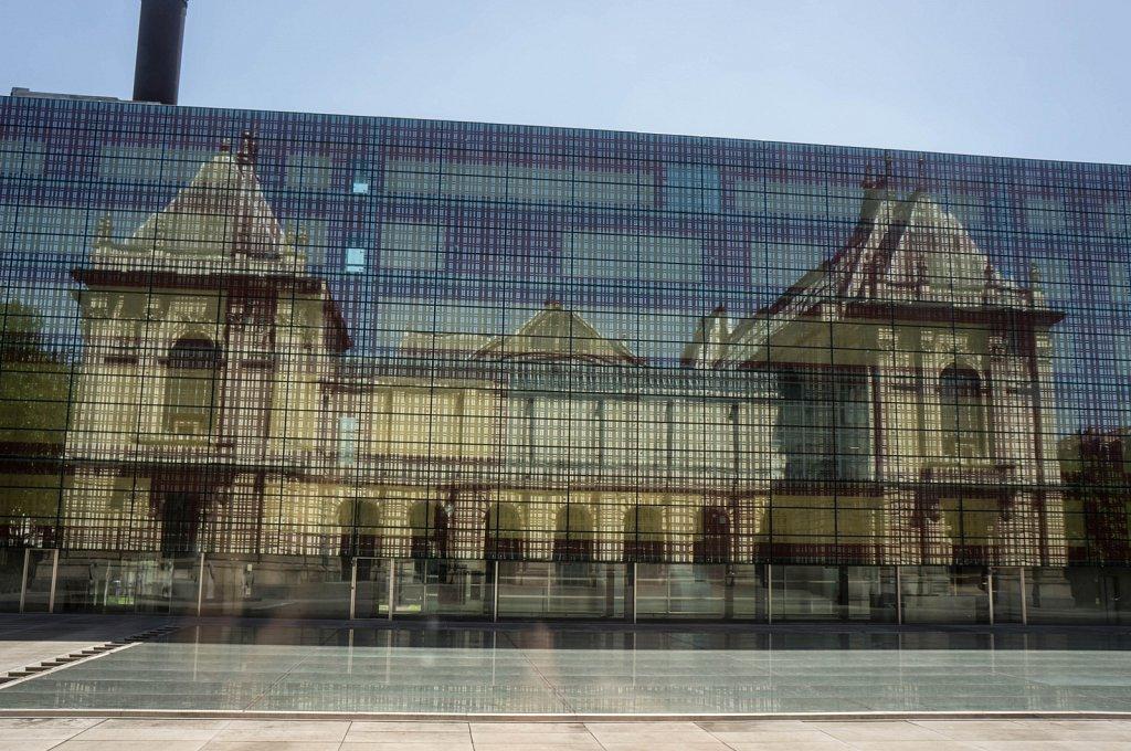 Palais des Beaux-Arts de Lille, reflet sur bâtiment vitré