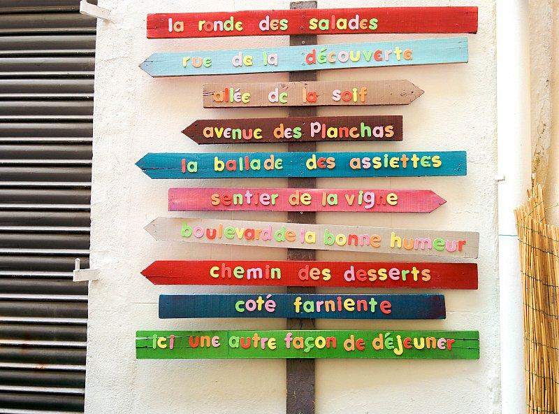 Arles - panneaux colorés
