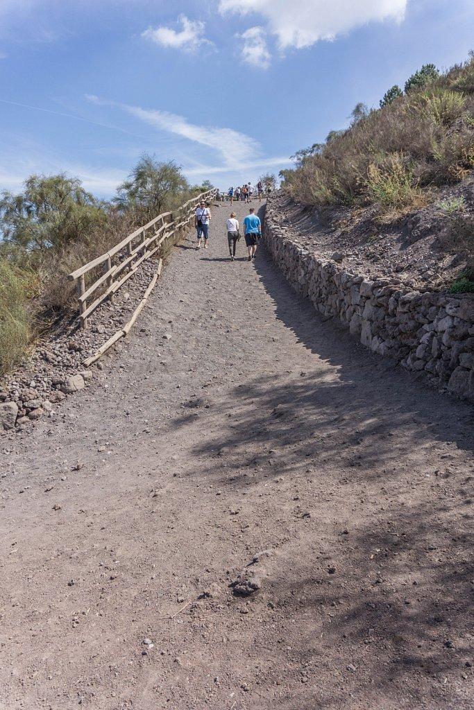 Promenade en côte jusqu'au cratère, Vésuve