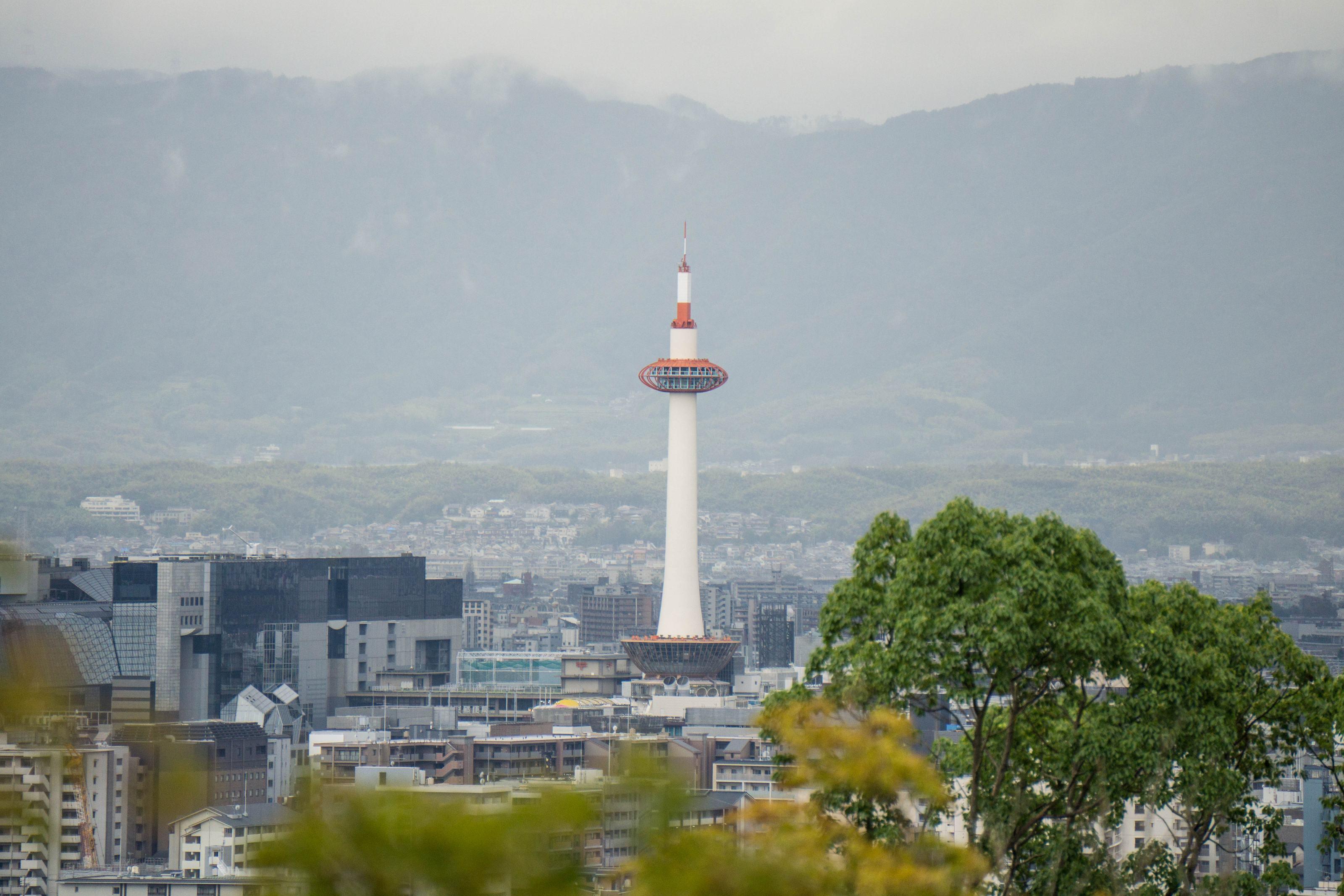 Vue en surplomb de Kyoto depuis le temple Kiyomizu-dera